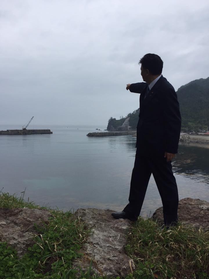 指先の158キロ先に竹島がある。