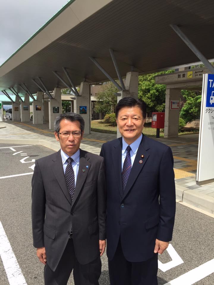 先日の新藤義孝・東京フォーラムにも来てくれた、池田高世偉副町長。お父さんは、久見のある旧・五箇村村長。