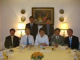 写真。在メキシコ日系企業の皆さんと意見交換。